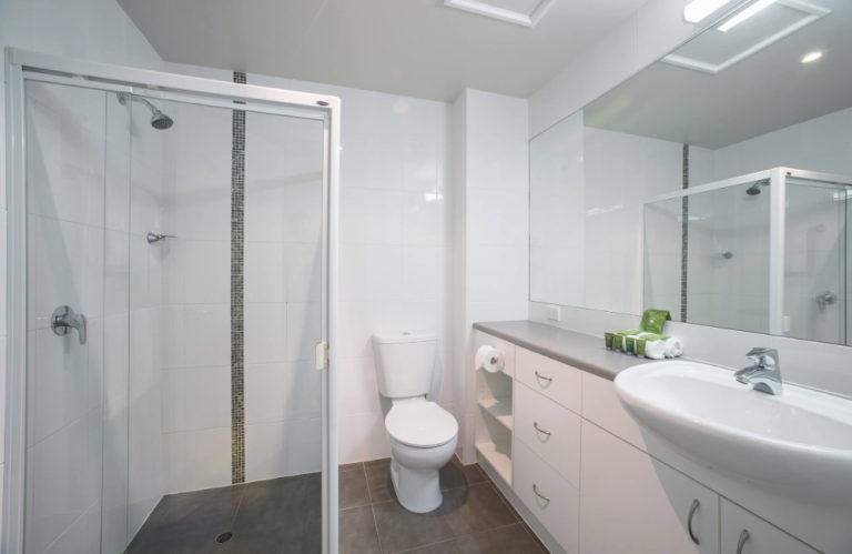 Aurora Ozone Hotel bathroom, Kingscote accommodation - Exceptional Kangaroo Island Tours